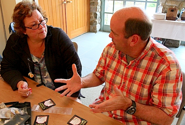 Mike Jabot working with a conference participant. Photo credit: Alberto Rey.